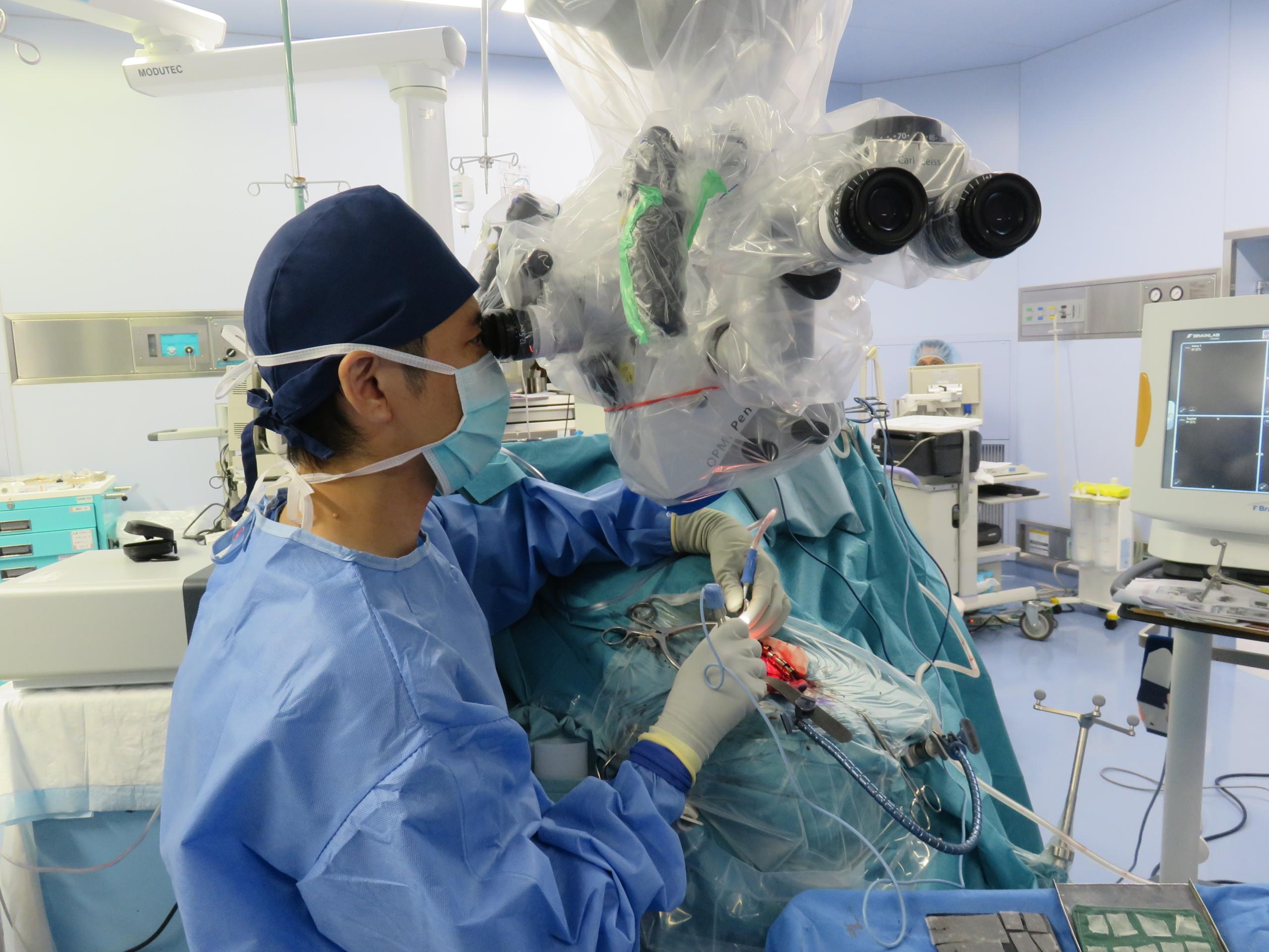 顕微鏡手術と内視鏡手術のちがい